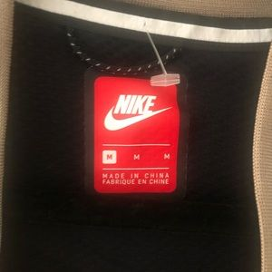 Men's Nike wind breaker.